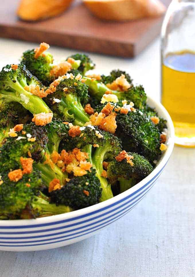 Make broccoli irresistible by sprinkling it with toasted breadcrumbs! Minutes to prepare, baked on one tray, the perfect side dish.