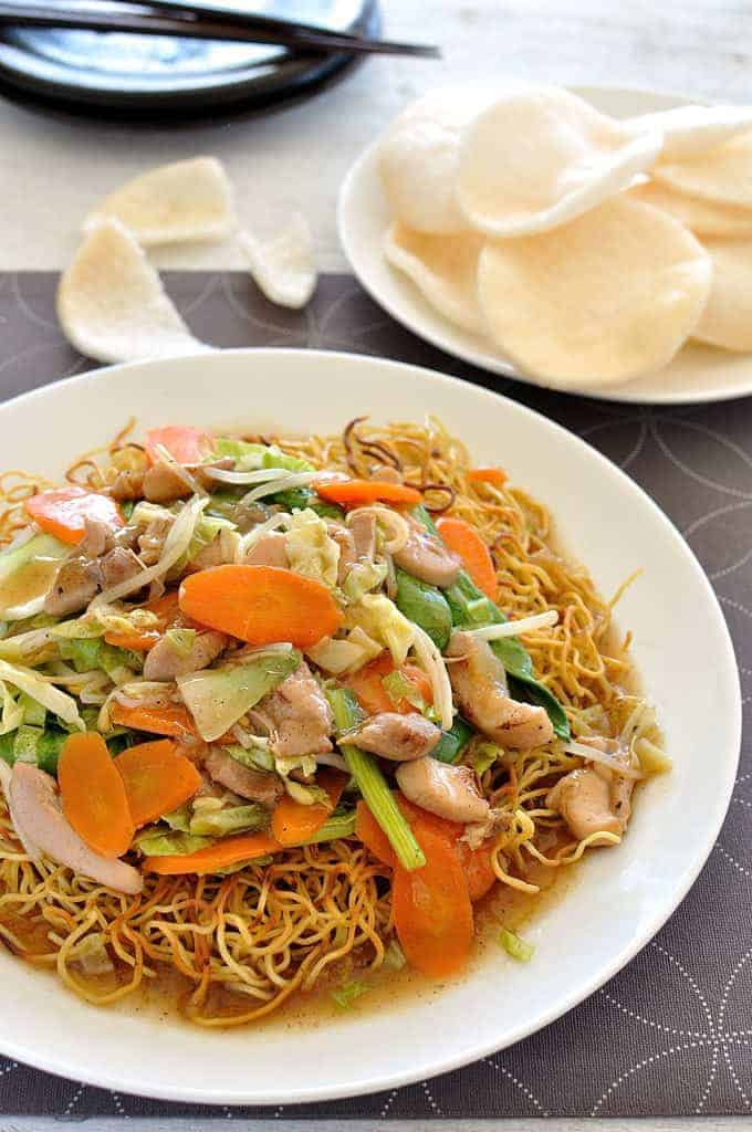 Crispy pan fried noodles topped with a saucy stir fry. On the table in 20 minutes. #noodles #chinese #cantonese #stir_fry