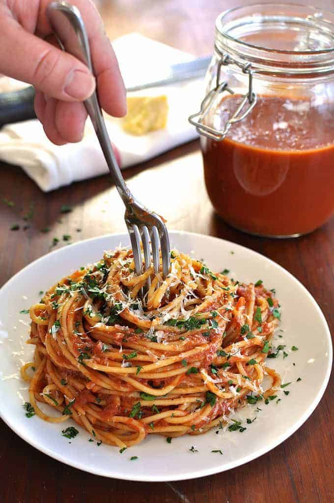 A classic marinara pasta sauce, 5 minutes to prepare then set and forget. #red_sauce #sauce #pasta #tomato