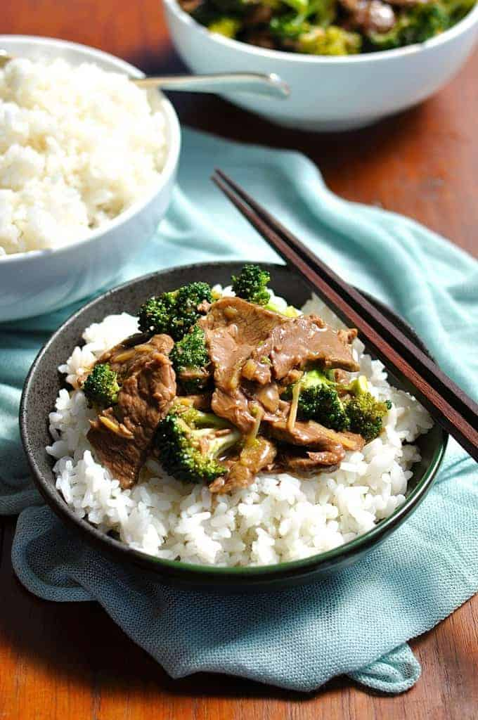 All the ingredients of authentic Chinese Beef & Broccoli, adapted for the slow cooker. Plus, how to make it freezer friendly (inc. the rice)! #chinese #crockpot #slow_cooker