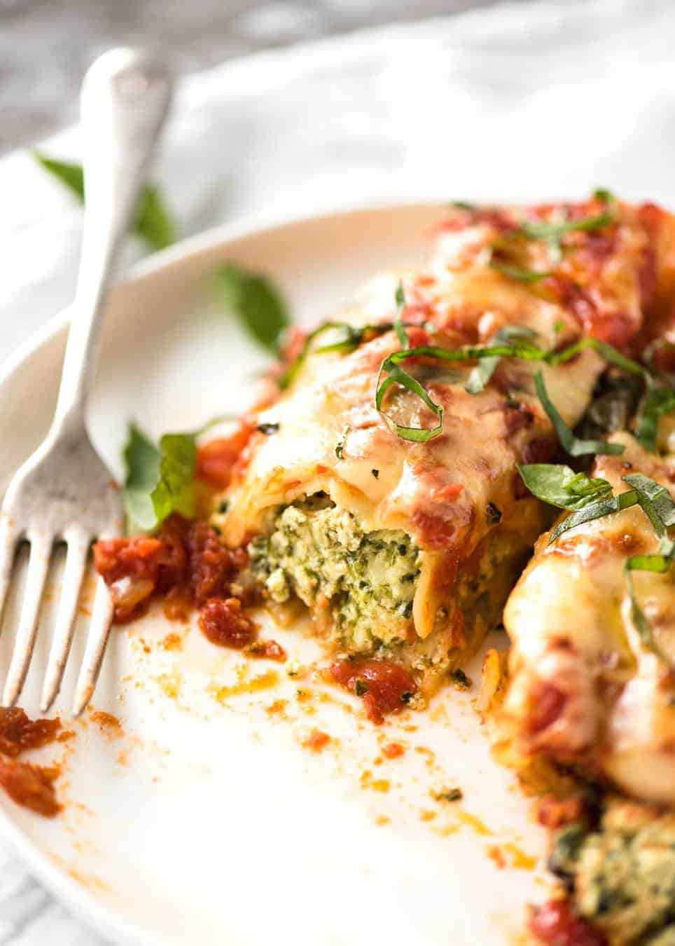 Imagine coming home to this Spinach Ricotta Cannelloni.... www.recipetineats.com